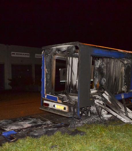 Bestelbus in brand in Huissen