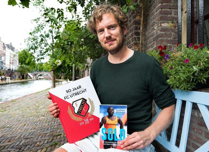 Hugo Verkley schreef twee nieuwe boeken over FC Utrecht en atleet Solomon Bockarie (Foto Marnix Schmidt)