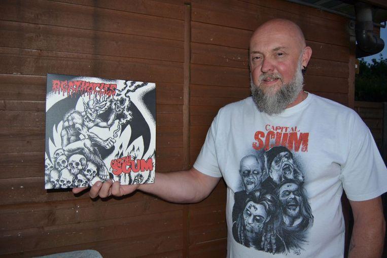 Peter 'Pies' Laeremans van Capital Scum met de nieuwste vinylplaat.