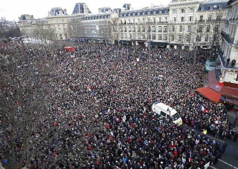 Het Place de la Republique in Parijs staat vol met demonstranten. Beeld reuters