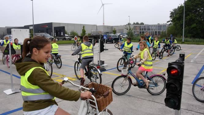 150 scholieren banen zich een (veilige) weg door het verkeerspark