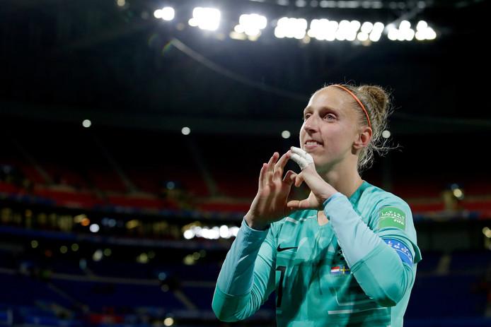 Sari van Veenendaal na de overwinning in de halve finale op Zweden.