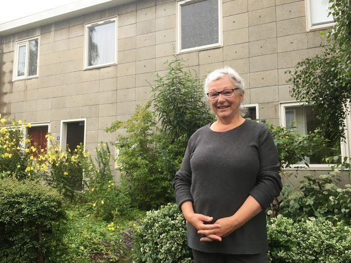 Lies Haveman in de Nijmeegse buurt Jerusalem. Ze is lid van de bewonersprojectgroep die meepraat over de nieuwbouwplannen van woningcorporatie Talis.