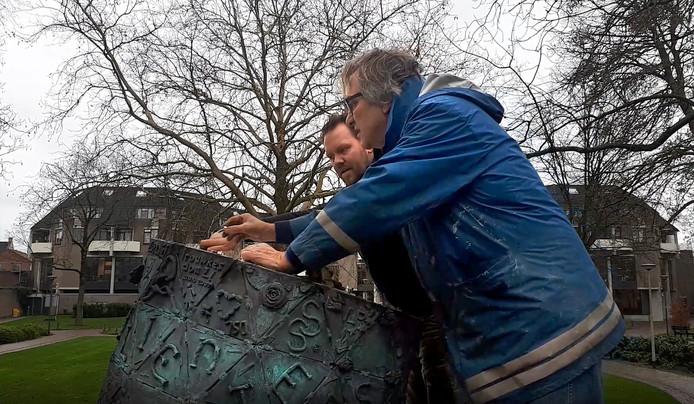 Kunstwerk d'Ouwe Sok voor vijftig jaar afgesloten  door Ruben van de Ven en Léon Vermunt . Foto Alfred de Bruin