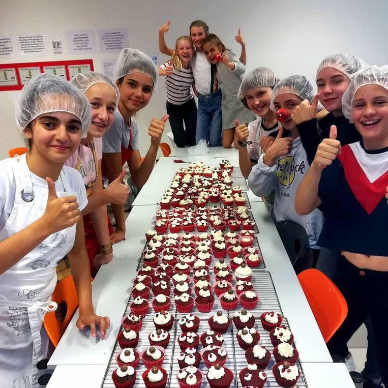 Leerlingen van College Hagelstein bakten vorig jaar cupcakes voor Rode Neuzen Dag.