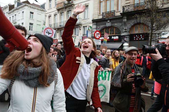 Adelaide Charlier et Anuna De Wever dans les rues de Bruxelles le 15 mars dernier