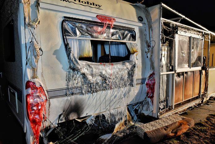 Ook twee andere caravans raakte zwaar beschadigd.