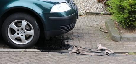 Grote olievlek in 's Gravenmoer door kapot motorblok