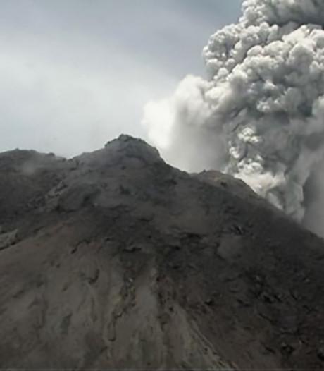 L'un des volcans indonésiens les plus dangereux est en éruption: des cendres à 5 kilomètres de hauteur