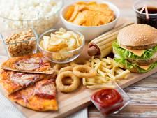 Waarom krijgen we honger na het drinken van alcohol?