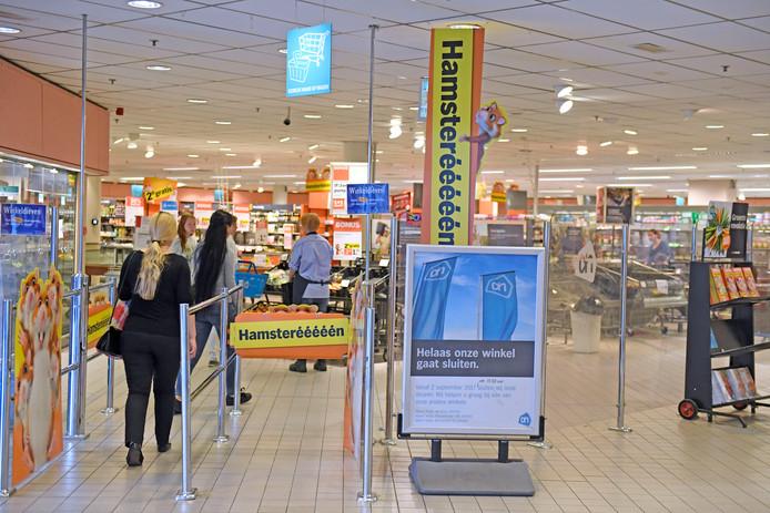 Supermarkt Albert Heijn in het centrum van Almelo sluit haar deuren