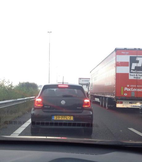 Ongeval met drie auto's op A59 bij Waalwijk