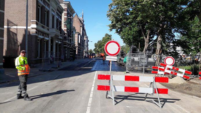 Afzetting op de Wilhelminasingel in Breda vanwege werkzaamheden aan de weg.