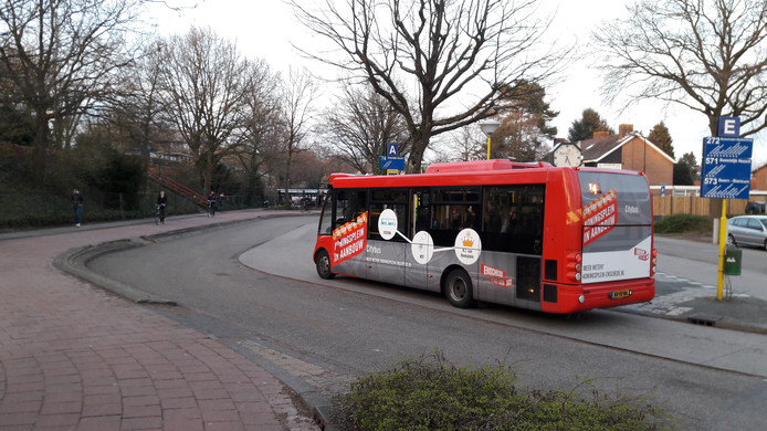 Een bus bij station Soest-Zuid.