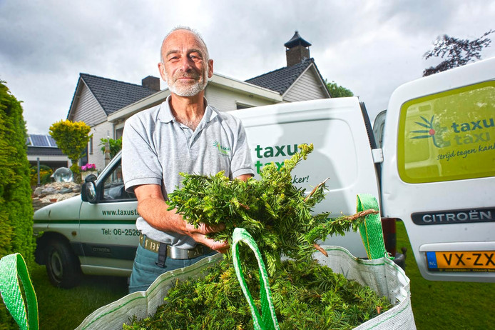 Jan Spijkers uit Ravenstein rijdt voor het tweede jaar rond in de Taxus Taxi.