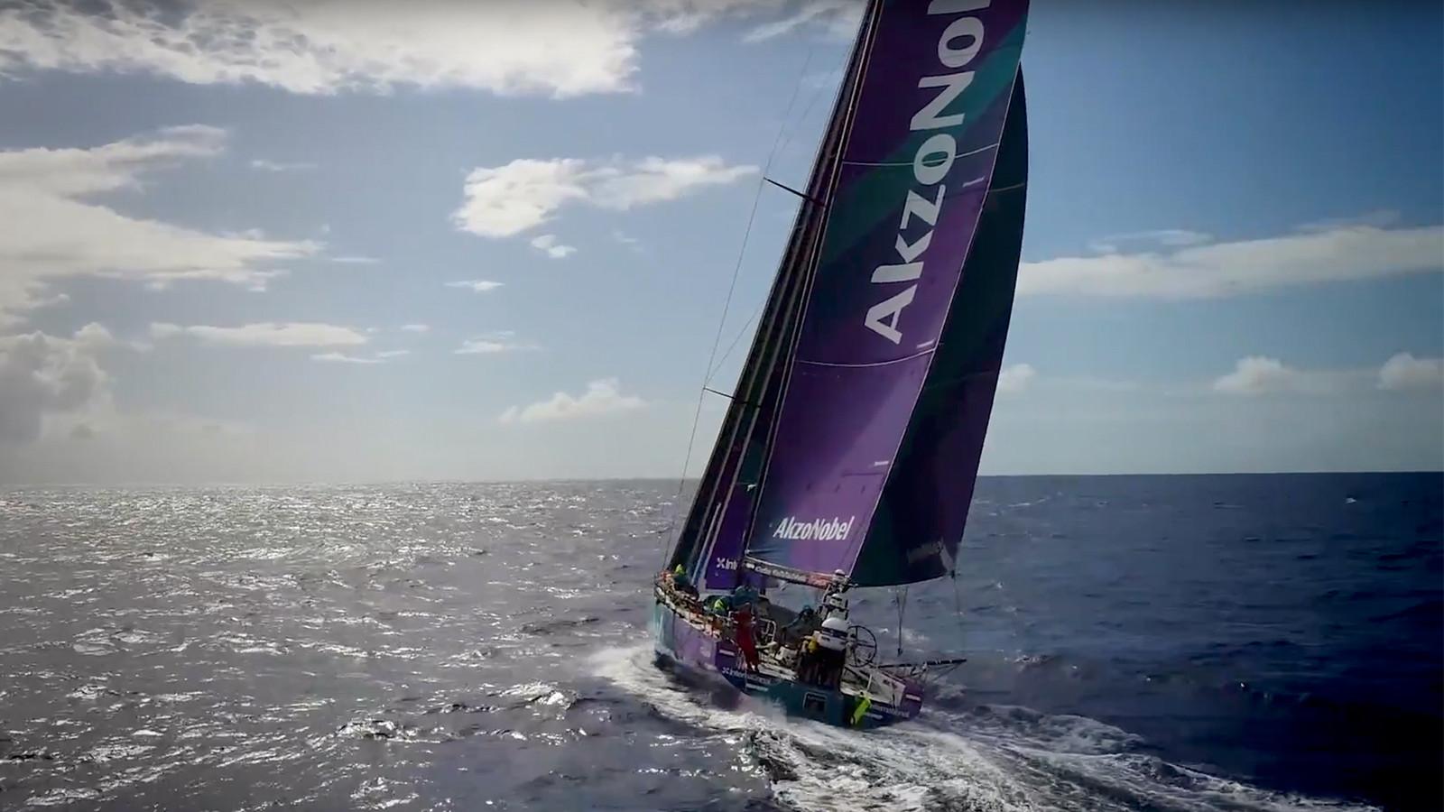 De deelnemers aan de Volvo Ocean race krijgen een stress-test.