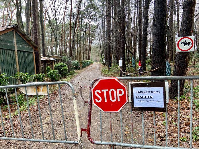 De route van de kerstwandeling 'Door Kabouterogen' was zondag afgesloten door slechte weersomstandigheden.