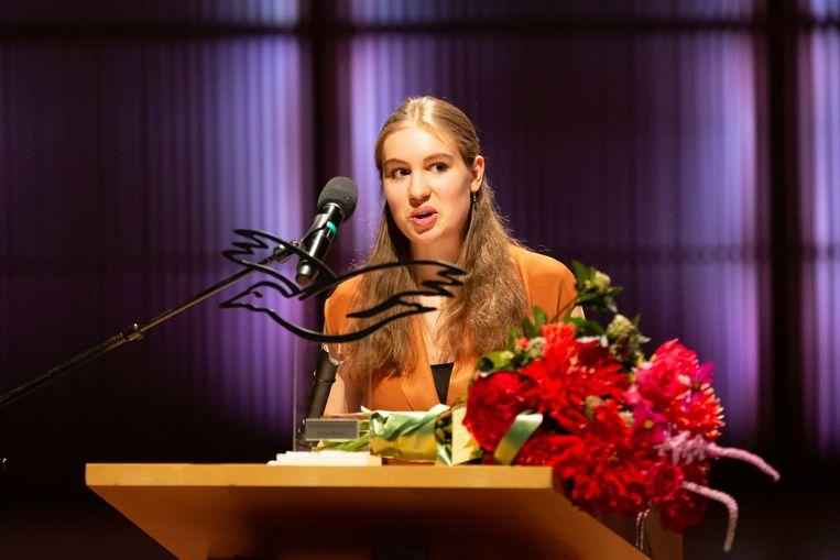 Lucie Horsch, afgelopen zondag tijdens haar vlammende speech, nadat ze van minister Van Engelshoven de Nederlandse Muziekprijs had gekregen. Beeld Nichon Glerum