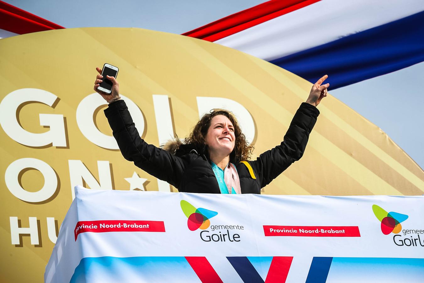 Ireen Wüst wordt in Goirle gehuldigd voor de gouden medaille op de 1500 meter en het zilver op de 3000 meter die ze haalde tijdens de Olympische Winterspelen van Pyeongchang.