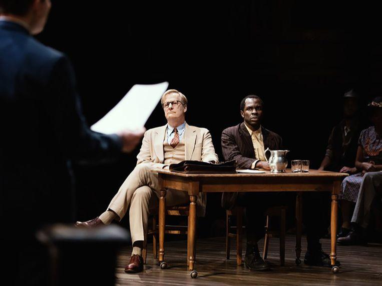 Jeff Daniels als Atticus Finch en Gbenga Akinnagbe als Tom Robinson in To Kill a Mockingbird. Beeld Julieta Cervantes