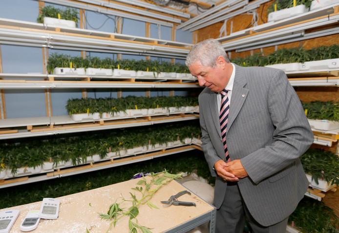 Jacques Niederer na een inval in een wietplantage in Roosendaal