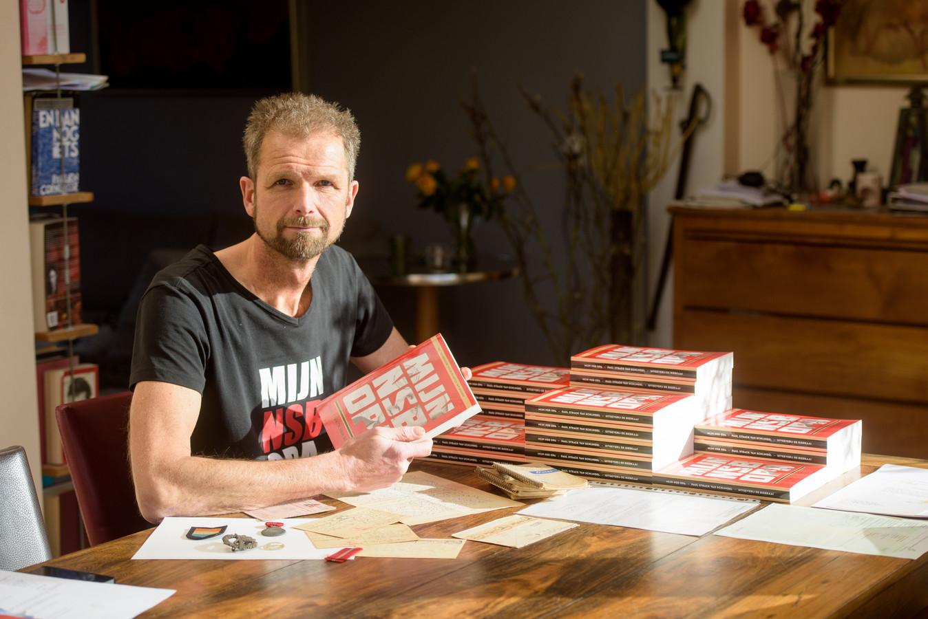 EINDHOVEN - Paul Strack van Schijndel schreef een boek over zijn opa, die eerst bij de Nederlandse Marine voer, en later NSB'er werd