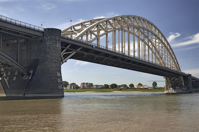 De Waalbrug bij Nijmegen op archiefbeeld.
