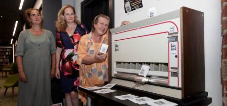Pakje Kunst uit een oude sigarettenautomaat in Zutphen