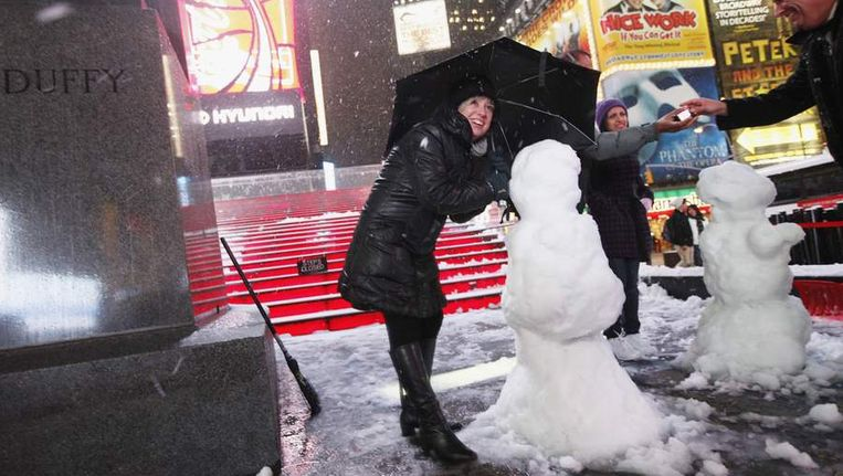 Sneeuwpoppen op Times Square in New York Beeld reuters