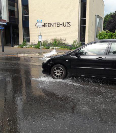 Deel Dorpsstraat Groesbeek tijdje onder water