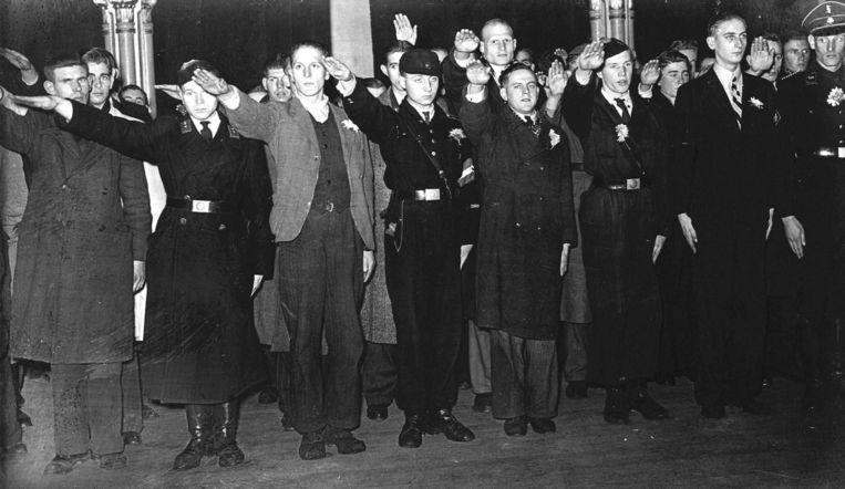 Afscheid van vrijwilligers die in 1943 in Duitse dienst naar het Oostfront vertrekken. Beeld anp