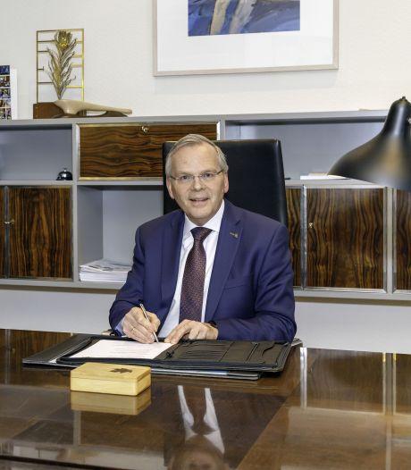 Oud-burgemeester Jan Luteijn van Cromstrijen aan de slag in Barneveld
