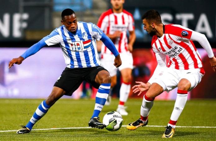 Archiefbeeld uit de eerdere ontmoeting tussen Jong PSV en FC Eindhoven van vorig seizoen. De jongelingen van PSV wonnen met 1-2.
