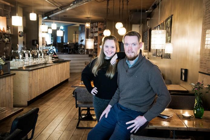 Judith Campman en Maarten van der Veen, die de oude Irish pub hebben omgetoverd tot hun eigen Wunderkammer.