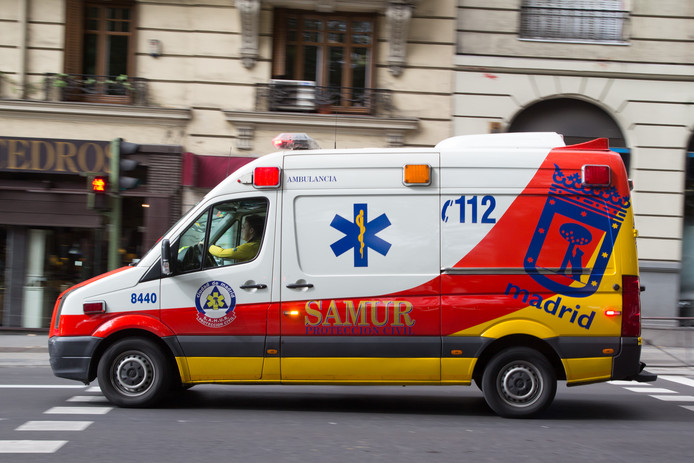 De man is per ambulance naar het ziekenhuis gebracht, maar bezweek kort daarna.