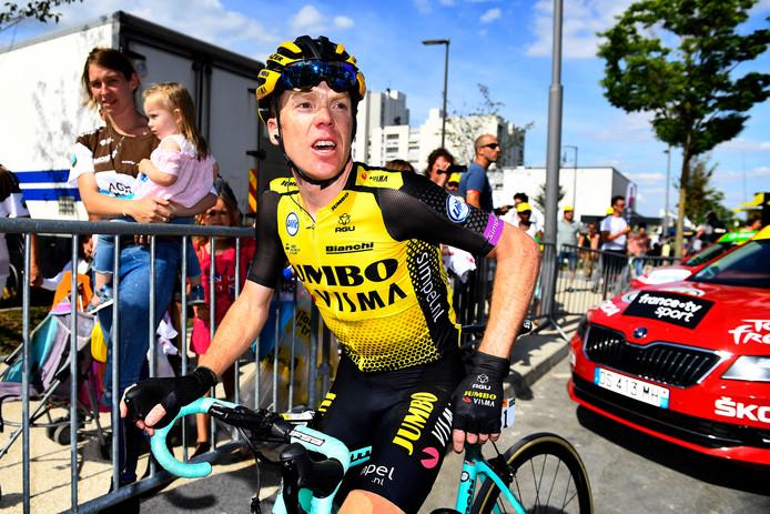Steven Kruijswijk hijgt uit na de finish.