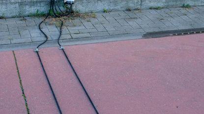 Eerste fietstelpaal staat aan fietsbrug over E19