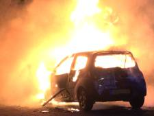 Vuur vernietigt auto in Meppel