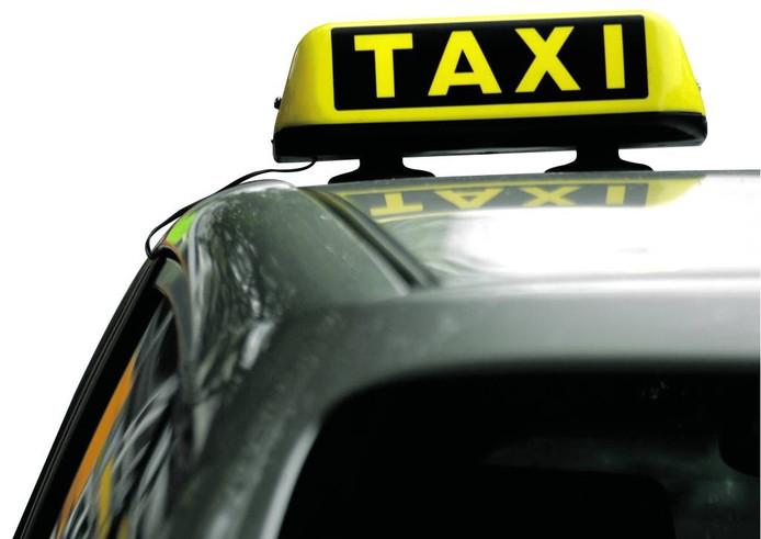Leerlingvervoer gaat vaak per taxi. Foto: Peter Hilz