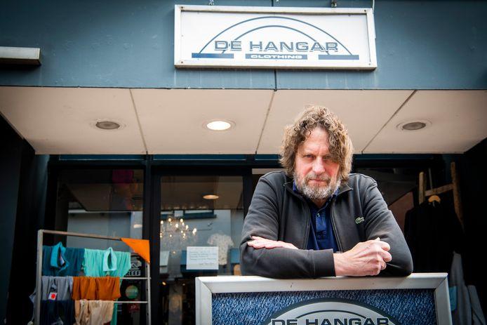 Theo van Middelkoop heeft er genoeg van. Op 26 september sluit hij na 26 jaar de deur van De Hangar. Hij zit vol frustratie richting gemeente Apeldoorn.