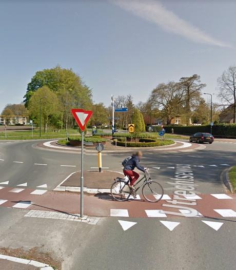 Nieuw asfalt voor rotonde op Utrechtseweg