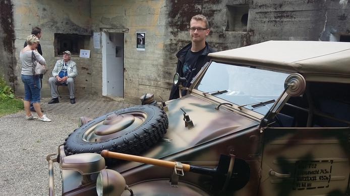 Dennis Verhoeff uit Koudekerke showt zijn Kubelwagen: de Duitse Volkswagen 'jeep' die voor verkenning werd gebruikt.