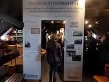 Tentoonstelling 'Waarom Stolpersteine' in Woudrichem geopend