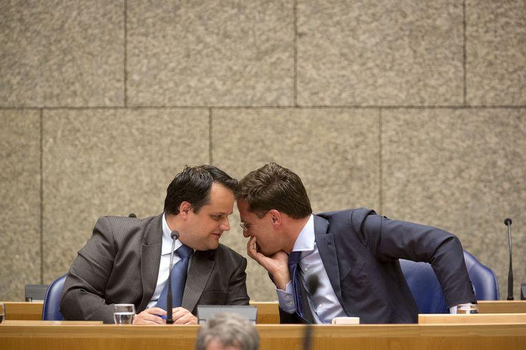 Minister De Jager en Premier Rutte tijdens het debat over de begroting. Beeld ANP