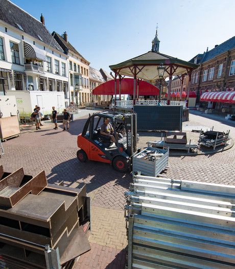 Helft van Hanzebankjes staat nog steeds in Kampen