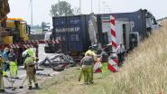 Vrachtwagen knalt tegen signalisatiewagen op E19: één lichtgewonde