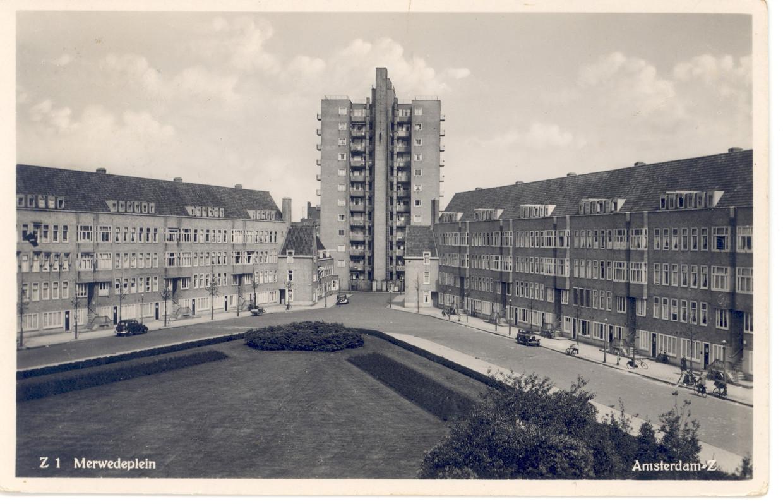 Ansichtkaart Merwedeplein, ca. 1933.   Beeld