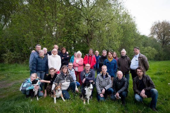 Twee buurtcomités uit Mechelen en Hofstade voerden onlangs nog gezamenlijk actie tegen het verdwijnen van het Hanswijkbeekbos.