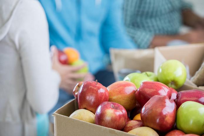 """,,U moet die nemen,"""" zegt hij en hij wijst naar de appels die ik wil kopen."""