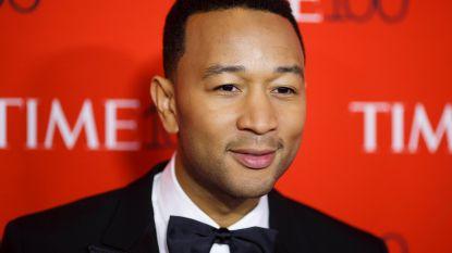 """John Legend valt gevallen rapper openlijk aan: """"R. Kelly en Harvey Weinstein zijn even erg"""""""